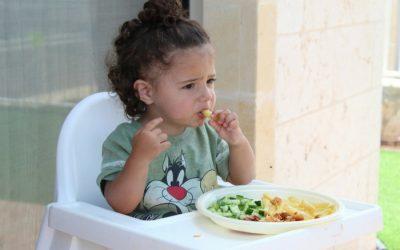 Su primera comida: Enseña a comer a tu hijo menor de 3 años